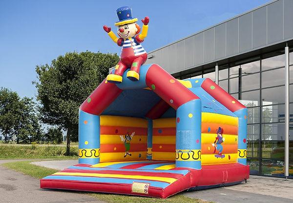 circus_zittende_clown_super_bewerkt-940x