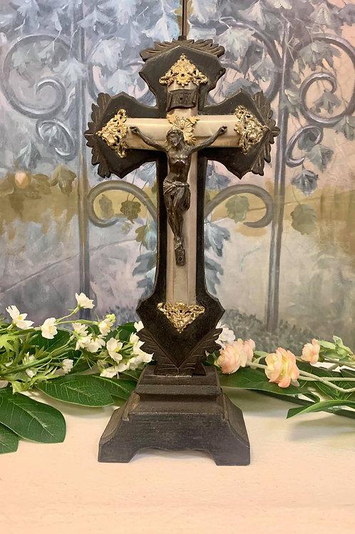 RR17- Vintage Crucifix