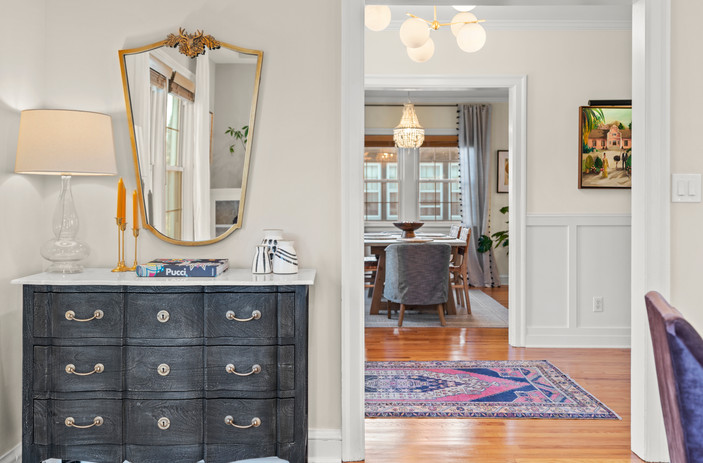Chicc Entryway and console table