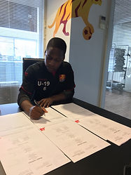 Jonathan Amon signing a 3 year contract with FCN