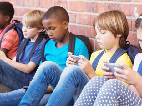 Okullarda Cep Telefonu yasaklanıyor .