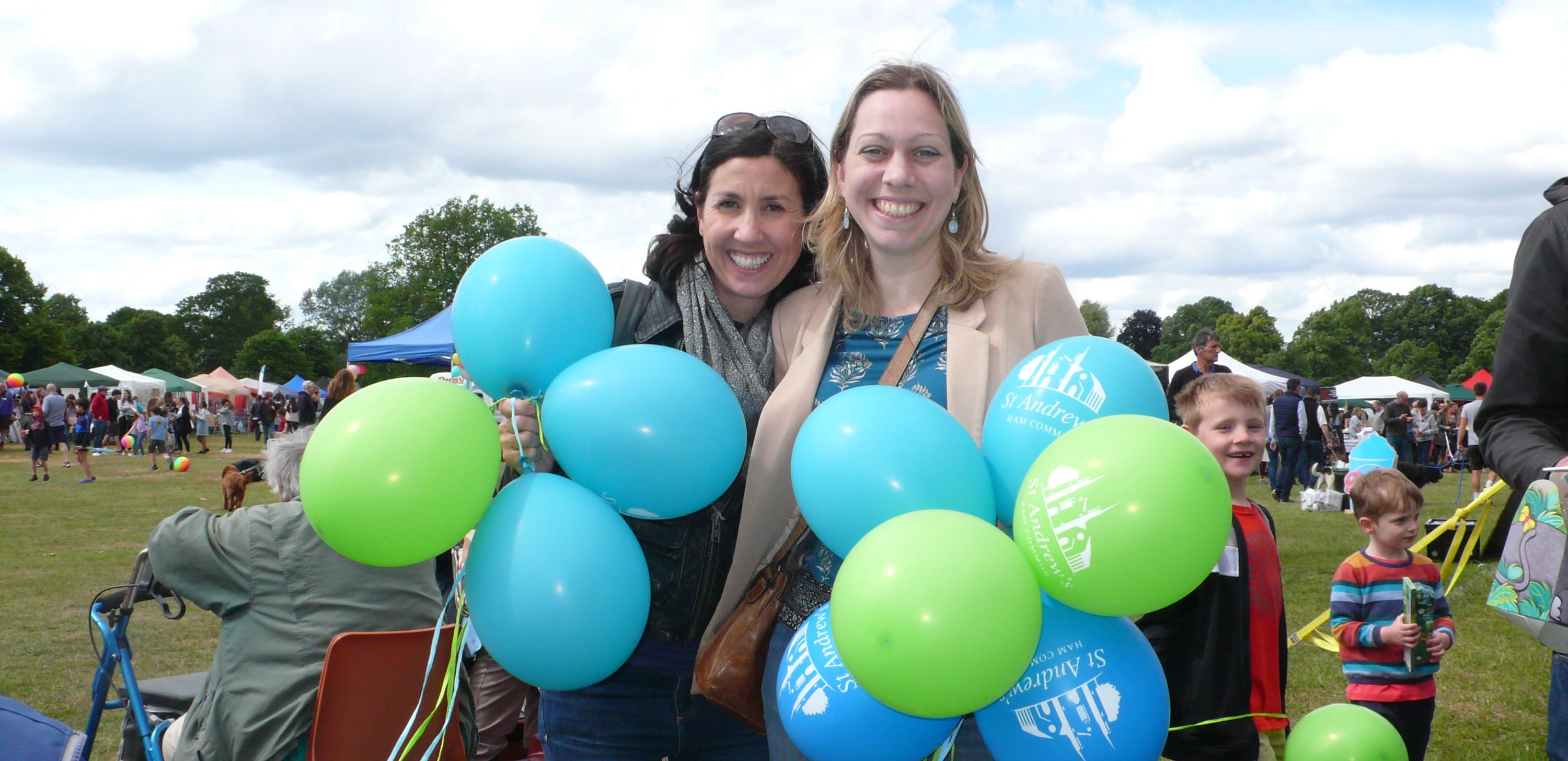Alice, Sarah and St Andrews balloons_edi