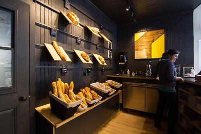 FÉLIX &Co. aménage Du pain sur la planche, une boulangerie artisanale situé à Lac Mégantic