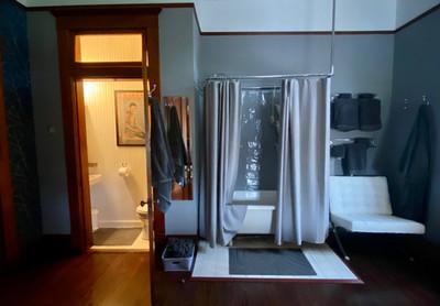 Room5Bathroom.jpg