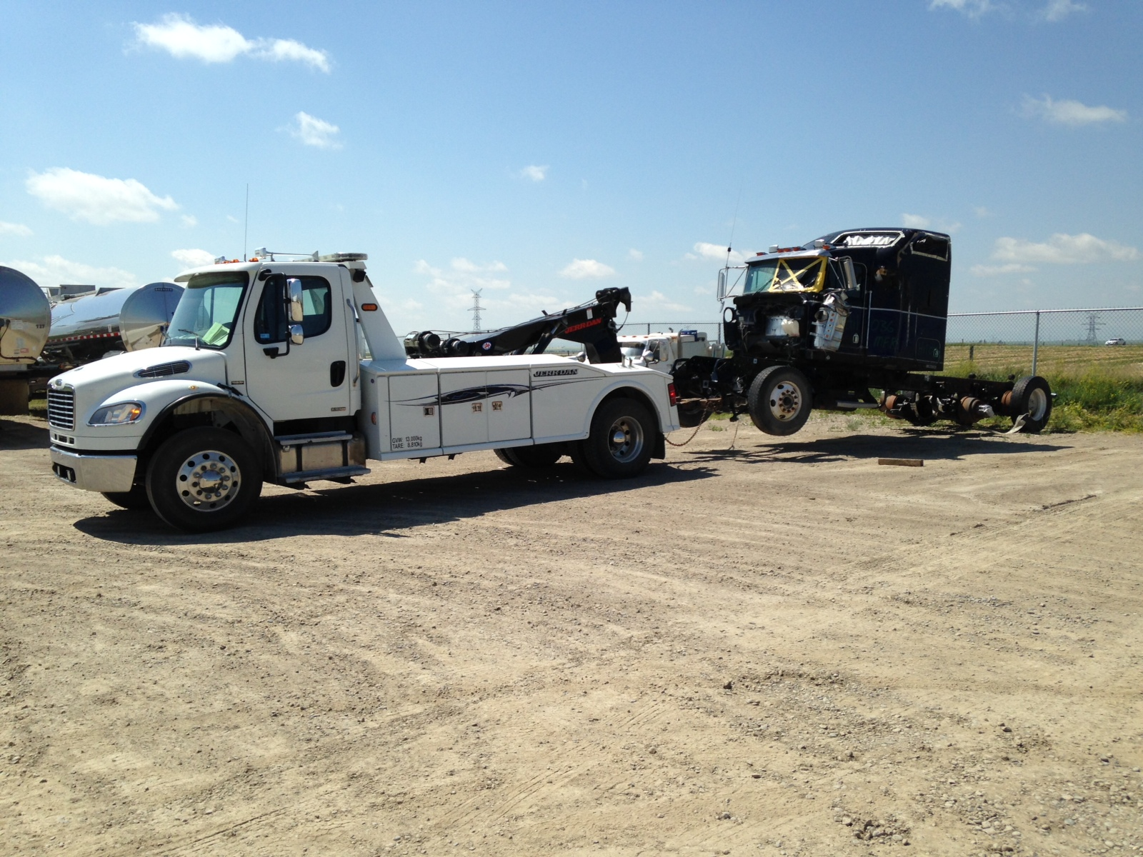 Tractor Tow Truck Service