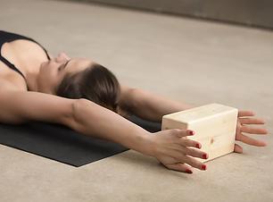 Nicky 1-2 yoga .png