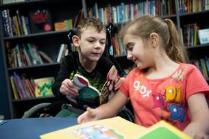 เมื่อห้องสมุดขาดแคลนหนังสือ เด็กหญิง 11 ขวบคนหนึ่งจึงเริ่มออกรวบรวมหนังสือมาบริจาคกว่า 2,500 เล่ม