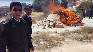 กองกำลังตำรวจ Benghazi ของลิเบีย 'เผาหนังสือ 6,000 เล่ม'