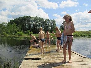 Дети поломнического центра на купании