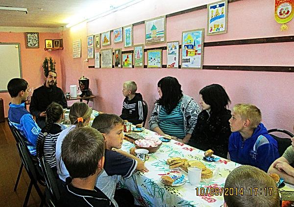 Встреча отца Романа в просвятительском центре