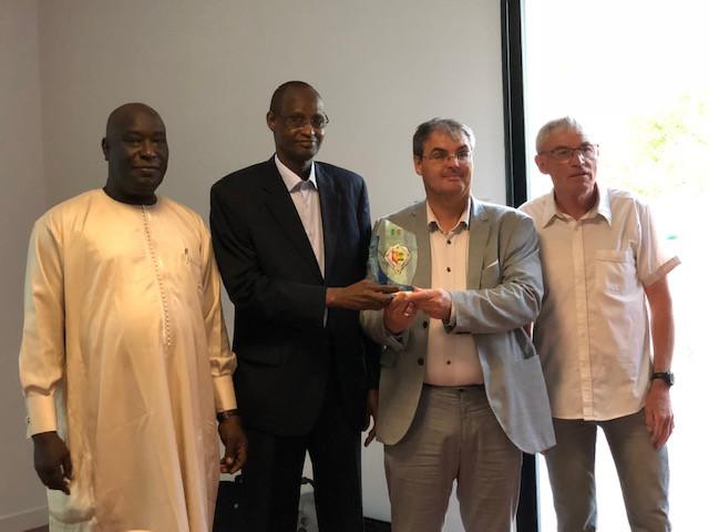 Remerciements à M. le Maire d'Acigné en présence de  Pape Samba Mbojd, Cheikhou Cissé et Daniel Lebon