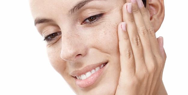 rosto com pele bem cuidada - peeling de cristal para manchas
