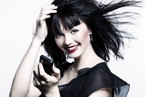 mulher com cabelos fortes - carboxiterap
