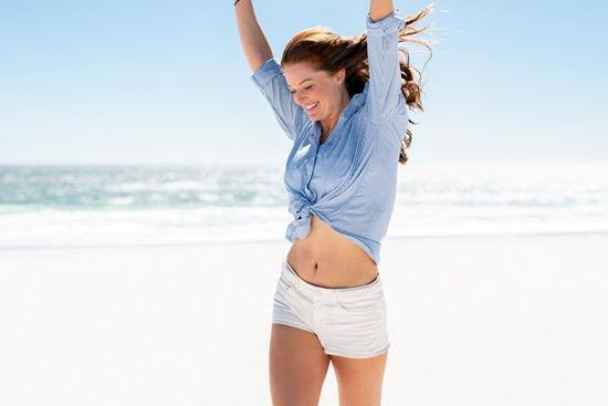 mulher feliz com seu corpo - método fatslim