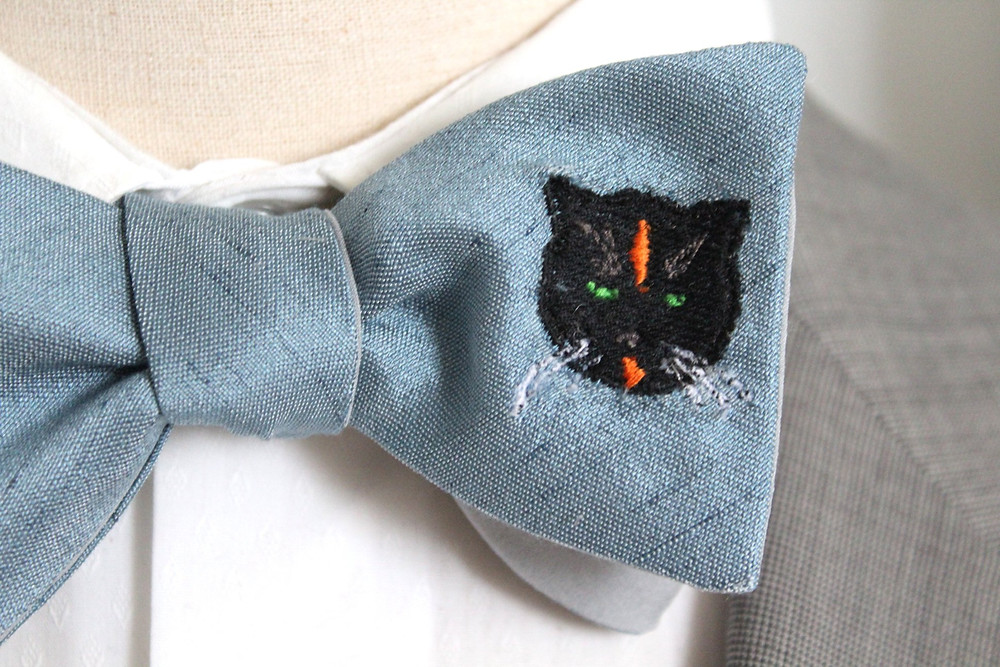 Turn your cat into a bow tie or necktie