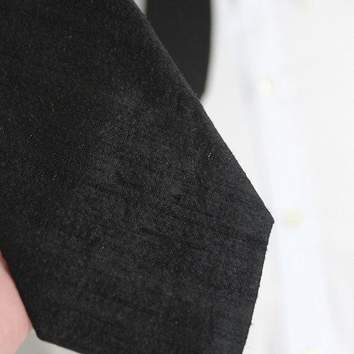 Necktie in Black Slub Raw Silk