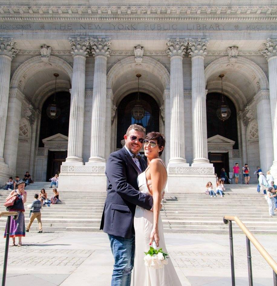 Sposarsi con lo sfondo della Public Library