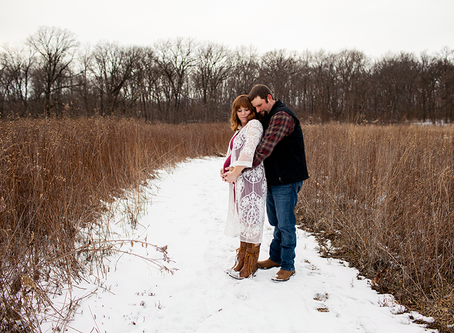 Peoria, Illinois Maternity Winter Photo Session // Jacklyn Byrd Photography