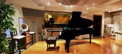 PianoRoomb CropRt