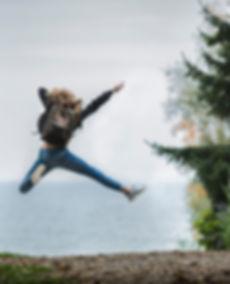 backpack-blonde-hair-blur-214574.jpg