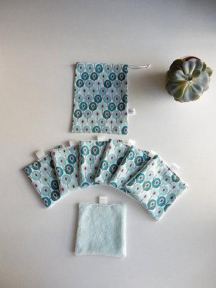 Lot de 7 carrés démaquillants + pochon plumes paon bleues