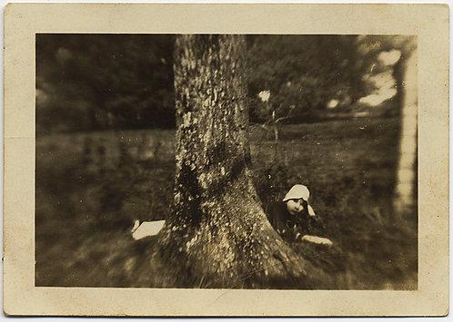 FABULOUS LENS DISTORTION ABERRATION ASTYGMATISM WOMAN TREE & RACIST CAPTION