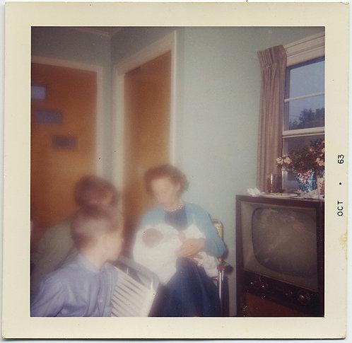 STUNNING BLURRY IMPRESSIONISTIC MOTHER NEWBORN KIDS & SHARP TV COLOR MAGIC