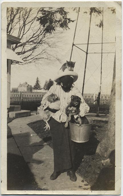 fp5426(Woman_Mask_HoldingDogChickenCatOnHead_Animals)