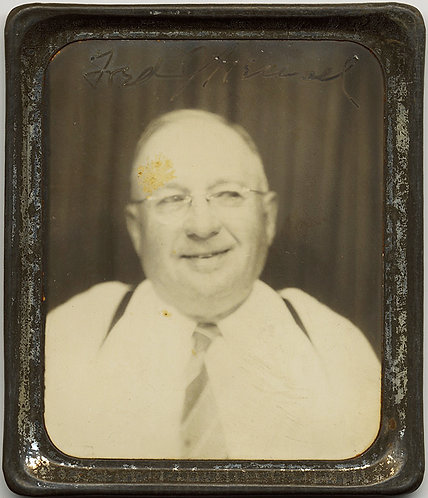 PHOTOMATIC! LARGE jolly MAN in WHITE SHIRT and SUSPENDERS! 1940!  Fred Heusel