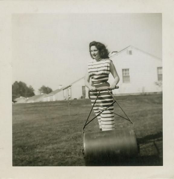 fp0333(Woman_GrassRoller)