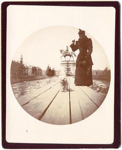 fp1948 (K2-Woman-Dog-Statue)