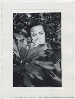 fp5924(Woman_Foliage_Hidden)