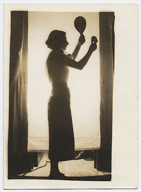 GORGEOUS SILHOUETTE WOMAN BACKLIT HOLDS UP TABLE TENNIS BAT & BALL