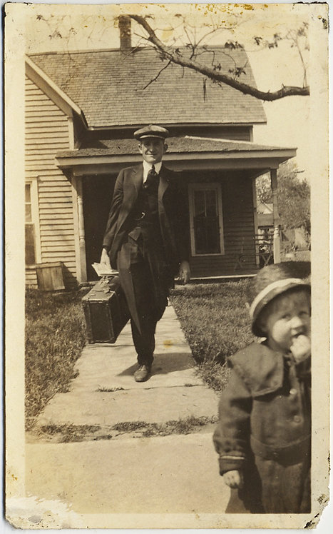 LOVELY DYNAMIC IMAGE HANDSOME DAD LEAVES HOME w SUITCASE w FOREGROUND TODDLER