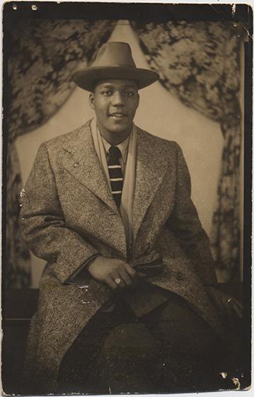 fp2713(Man_Overcoat_Hat_Backdrop)