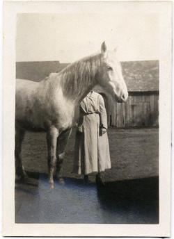 fp1809 (headless-woman-horse)