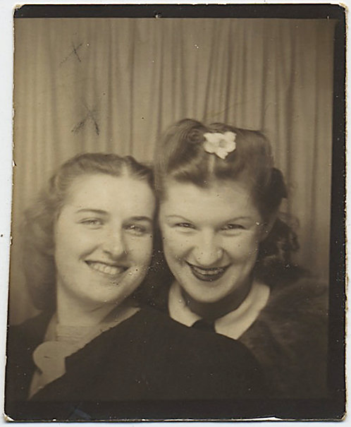 GORGEOUS PHOTOBOOTH of TWO INTIMATE YOUNG WOMEN