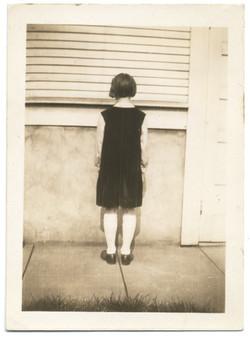 fp2569(_Girl_Standing_Back)