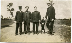 fp1433 (4 men and dog on hind legs)