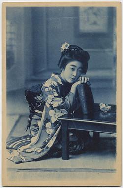 fp4532(CY_RPPC_JapaneseWoman_LeaningOnBook)