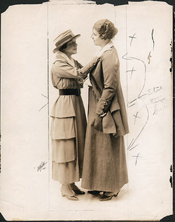 fp4332(White_PF_Theatrical_Actresses_HandsOnShoulders)