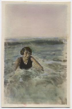 fp4488(Woman_Swimming_OceanWaves-tinted)