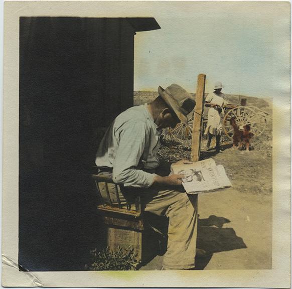 fp6393(Man_Farmer_ReadingNewspaper_Tinted)