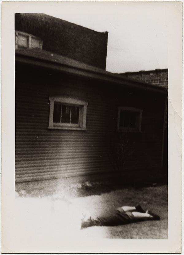 fp8774(Woman-Light-Leak-Lying)