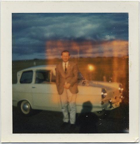 FABULOUS 3-WHEELER 1966 RELIANT REGAL VINTAGE CAR w MAN & UNUSUAL LIGHT LEAK