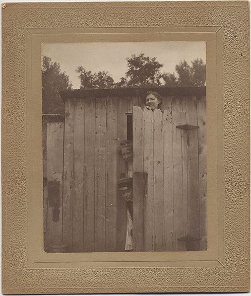 WOMEN in DRAG FOOL AROUND at OUTHOUSE DOOR! Card-mounted image