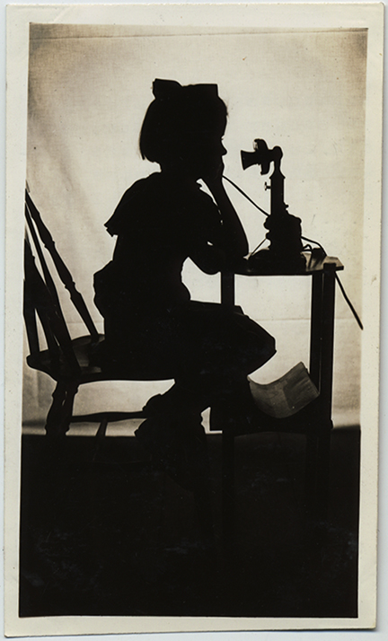 fp5288(Girl_Silhouette_Telephone_Antique)