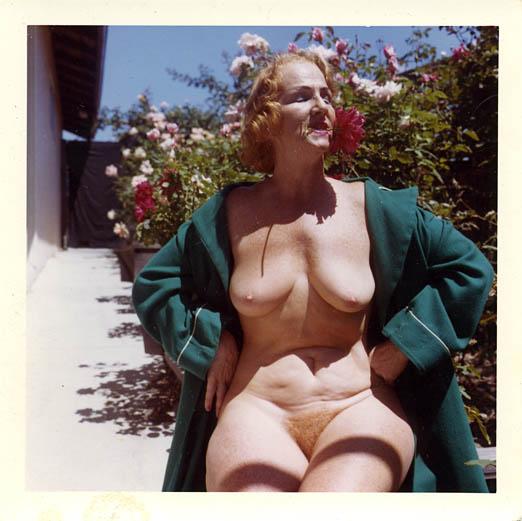 fp0136(NakedOldWoman)