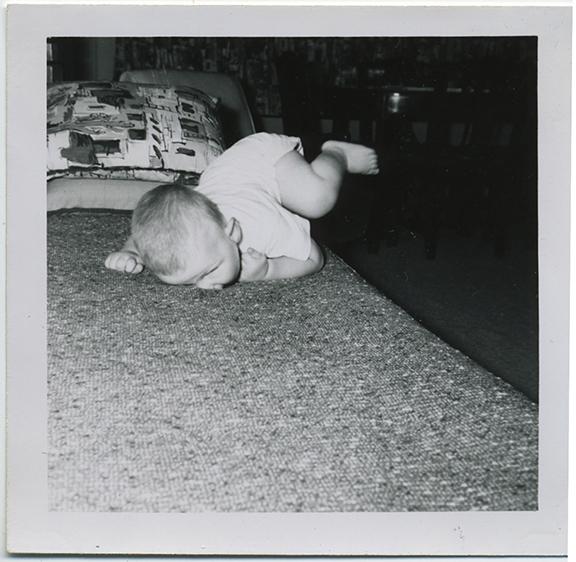 fp4737(Baby_TumblingOnBed)