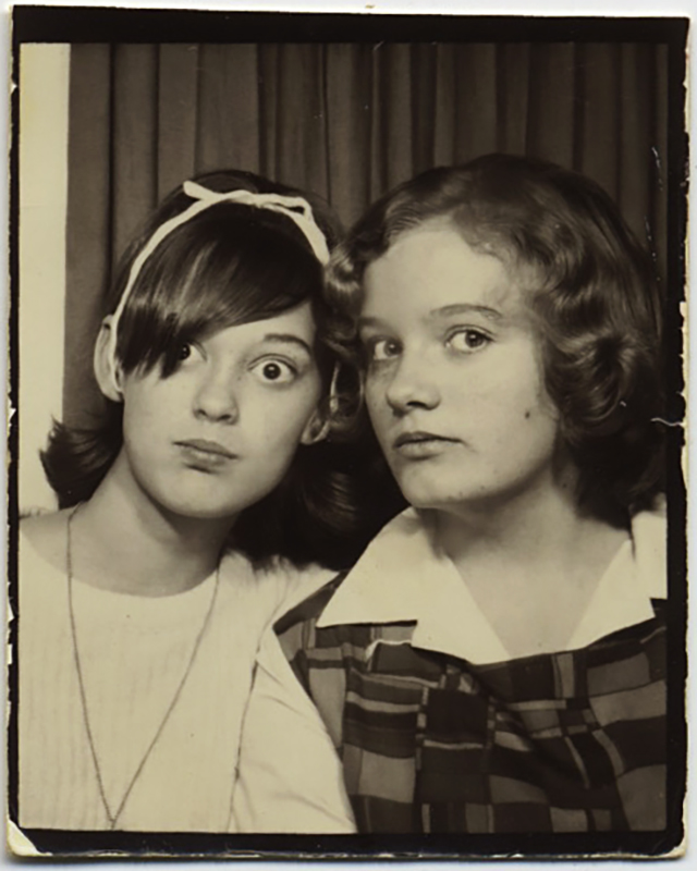 fp10357(PB-Two-Girls-Wide-Eyed)